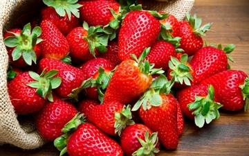 Strawberries Fruits All Mac wallpaper