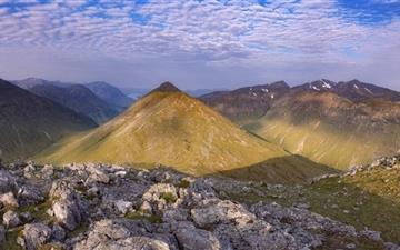 Mountain Hiking Mac wallpaper