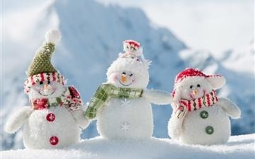 Snowmen On Mountain Mac wallpaper