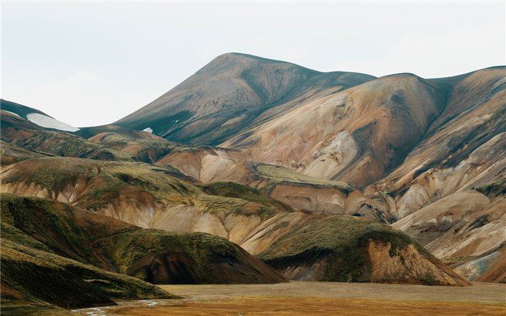 Eroded Icelandic mountain Mac Wallpaper
