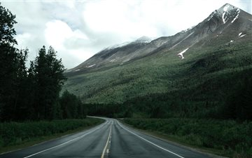 Road along Alaska mountai... Mac wallpaper