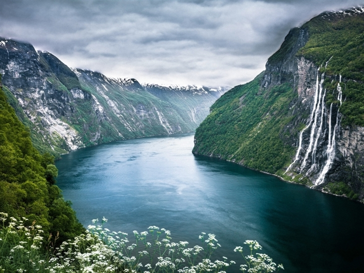Beautiful Norwegian Landscape Mac Wallpaper