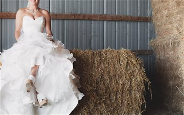 Bride in hay barn London Mac wallpaper