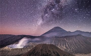 Milky Way above Bromo Mac wallpaper