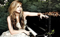 Avril Piano Singer Music Female