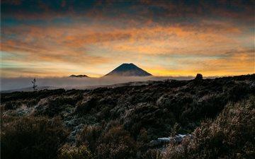 Mount Ngauruhoe at dawn. Mac wallpaper