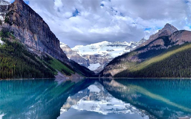 Lake Louise in Banff Nati... Mac Wallpaper