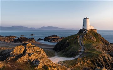 Twr Mawr lighthouse on Ll... Mac wallpaper