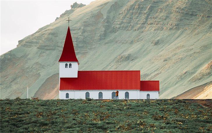 Beautiful Church in Vik, ... Mac Wallpaper
