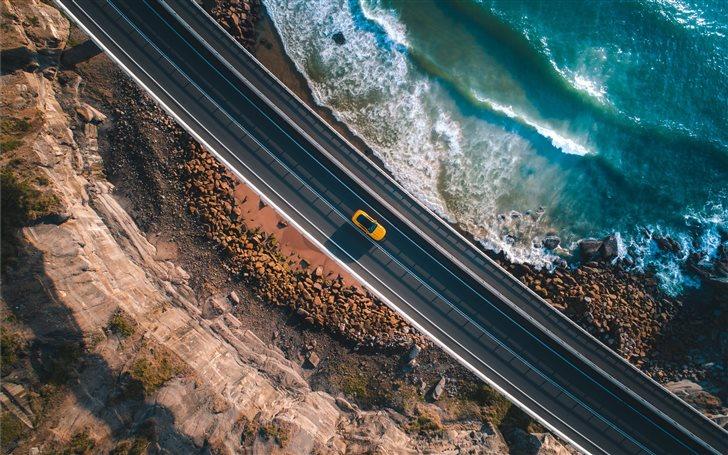bird's eye view of car in highwa y Mac Wallpaper
