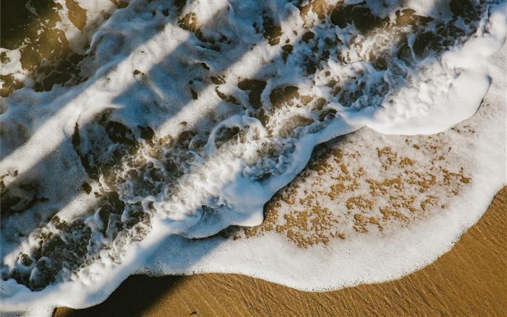 ocean bubbles at daytime Mac Wallpaper