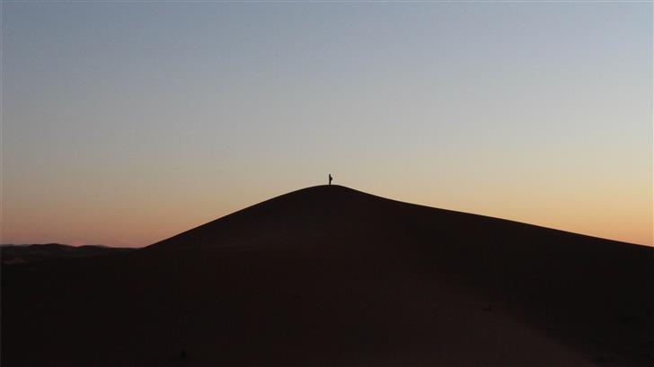 person on desert Mac Wallpaper