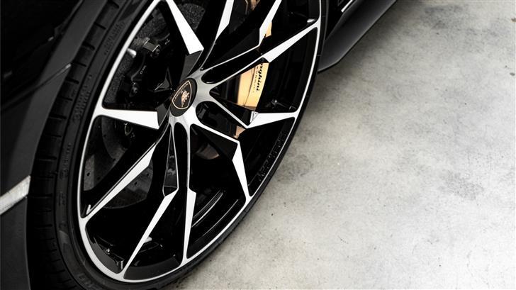 gray auto wheel Mac Wallpaper