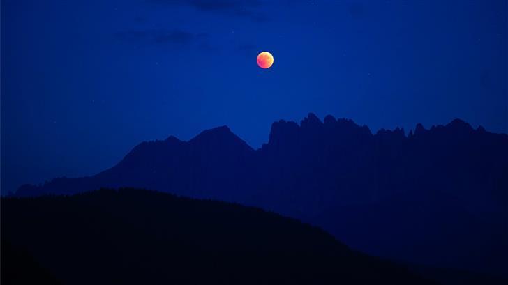 lunar eclipse with silhouette mountain Mac Wallpaper