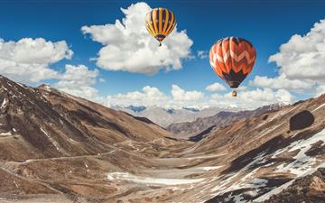 two hot air balloons floating iMac wallpaper