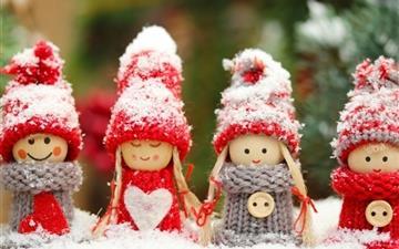 Winter dolls Mac wallpaper