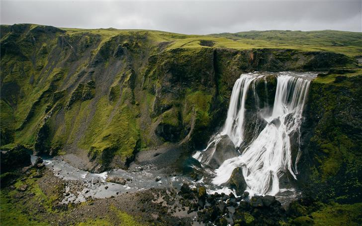 waterfalls beside green mountain Mac Wallpaper