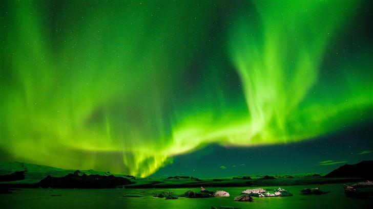 8k aurora borealis Mac Wallpaper