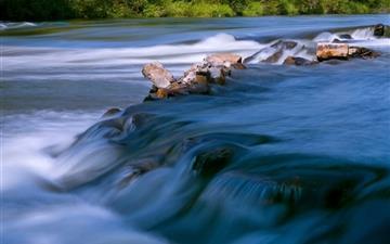 Flowing water Mac wallpaper