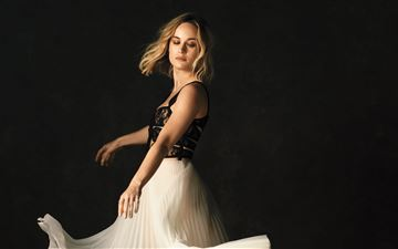 brie larson the hollywood reporter photoshoot 2019 iMac wallpaper