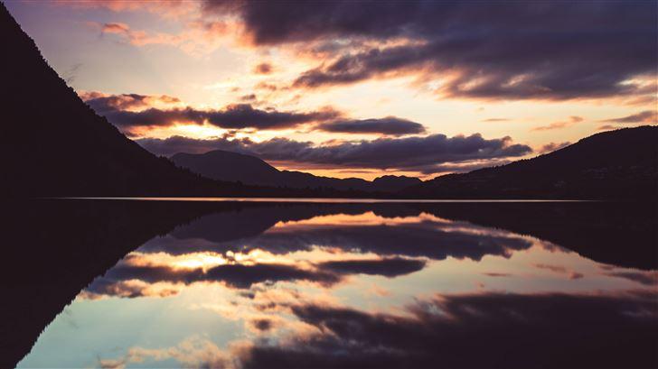 5k lake reflection Mac Wallpaper