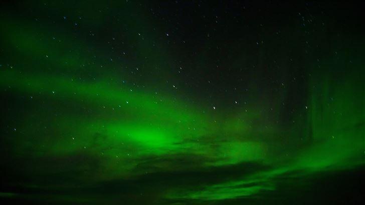green aurora borealis 8k Mac Wallpaper