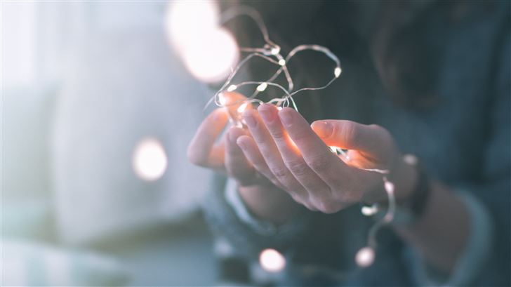 shallow focus photograph of person holding string  Mac Wallpaper