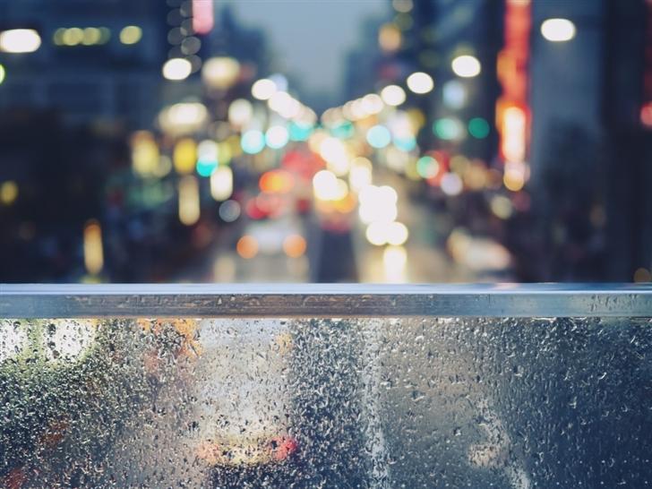 Glass water droplets Mac Wallpaper