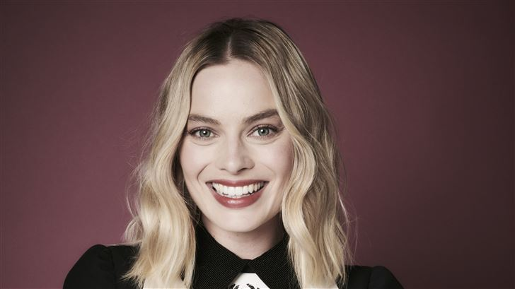margot robbie smiling 5k Mac Wallpaper