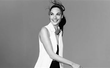 gal gadot smiling monochrome 5k iMac wallpaper