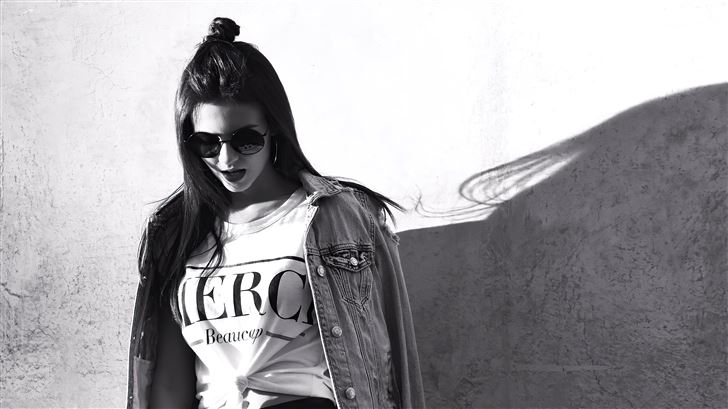 victoria justice with shades monochrome 5k Mac Wallpaper
