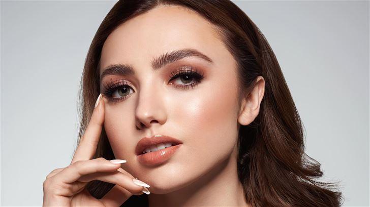 peyton list kiss cosmetics 2021 Mac Wallpaper
