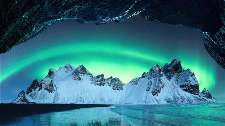 aurora in iceland mountains 5k Mac Wallpaper