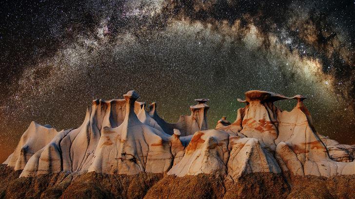 angle shot of the galaxy rising Mac Wallpaper