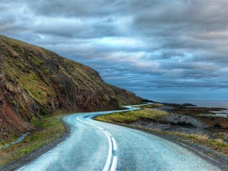 Curvy road around iceland Mac Wallpaper