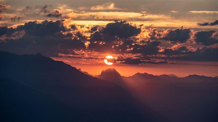 beautiful sunrise in sky 5k Mac Wallpaper