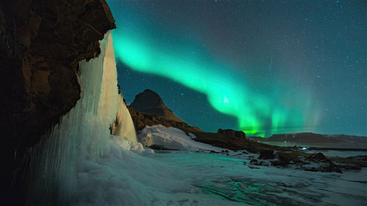 northern lights above mountains Mac Wallpaper
