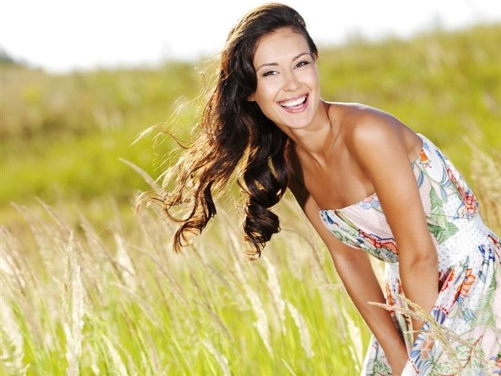 Beautiful woman on field Mac Wallpaper