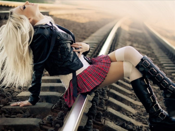 Punk School Girl Mac Wallpaper