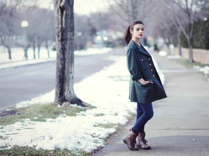 Beautiful Model Girl Fashion Winter Mac Wallpaper