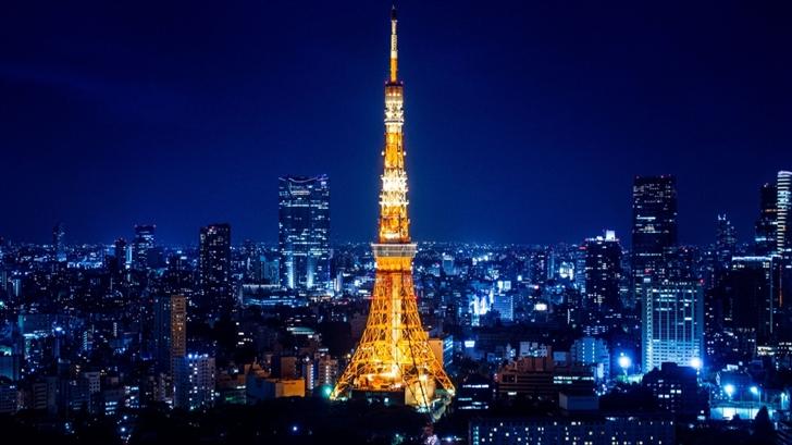 Tokyo Tower at night Mac Wallpaper