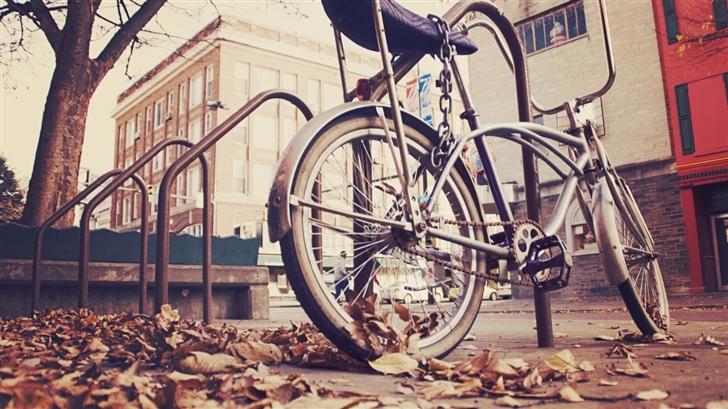 Lonely bike Mac Wallpaper
