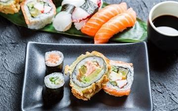 Sushi and sashimi Mac wallpaper