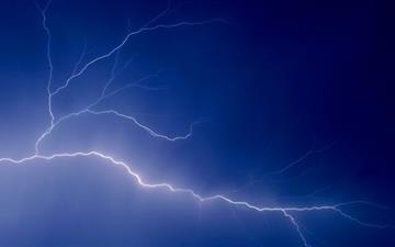 Flashing lightning Mac wallpaper
