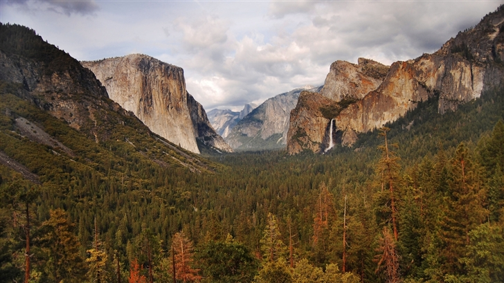 beautiful valley Mac Wallpaper