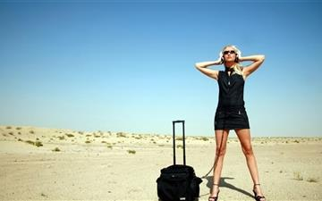 Travel Girl Mac wallpaper