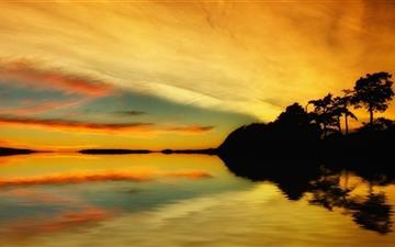 Golden Sunrise Reflection Mac wallpaper