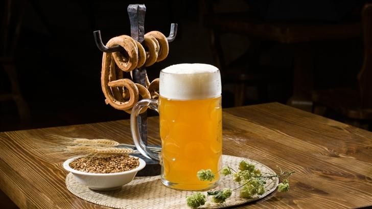 Beer Pint And Pretzels Mac Wallpaper