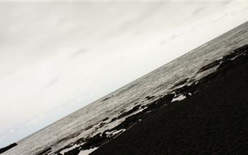 Black Sand Beach Hawaii Mac wallpaper