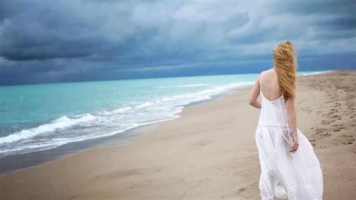 Blonde Woman On The Beach Mac Wallpaper